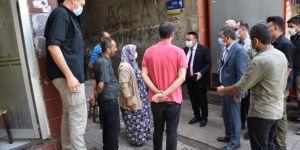 Bağlar Belediye Başkanı Beyoğlu saldırıdan sonra esnaf ziyaretine çıktı