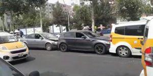Diyarbakır'da 5 aracın karıştığı zincirleme kazada bir kişi yaralandı