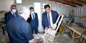 Yaptığı kuş evlerinde Osmanlı mimarisini kullanarak bir geleneği yaşatmaya çalışıyor