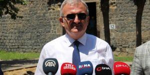 """Vali Karaloğlu, """"Tarihi surlar restorasyon ile kültürüne yakışır hale gelecek"""""""