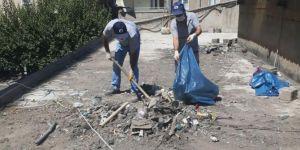 Esnaf talep etti, Bağlar Belediyesi peynir pazarının çatısını temizledi