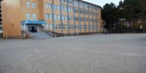 Tatvan'da okulların bahçesi parke taşıyla kaplandı