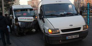 Diyarbakır'ın Körhat Mahallesinde trafik kazası: 2 yaralı video
