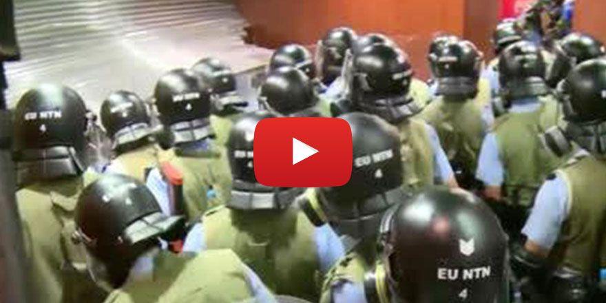 Hong Kong'da protestocular meclis binasını bastı