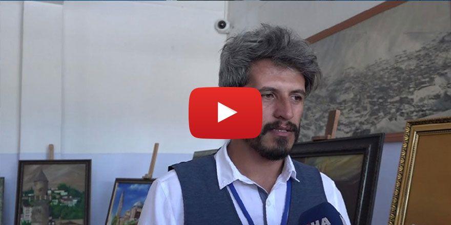 Vadideki şehir Bitlis'in tarihi yapılarını tablolara resmediyor